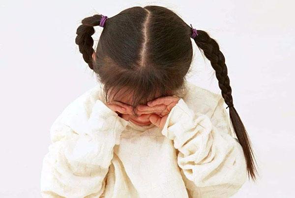出生后被送养的女孩