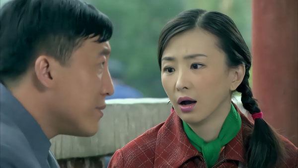 中年男子提起他媳妇,言语中流露出一股不满意的态度。